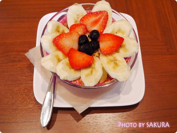 表参道・CAFE BANYAN(カフェ バニヤン)のピタヤボウル(ピニャコラーダ)
