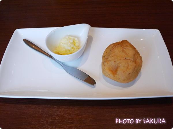 本日のスープセットについてくる胚芽パン