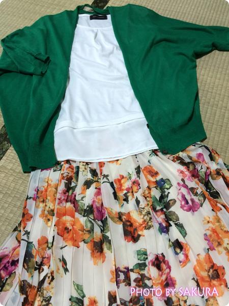 【and GIRLコラボコーデITEM】シフォン花柄プリント変形プリーツスカート 半袖ブラウス+グリーンのカーデ