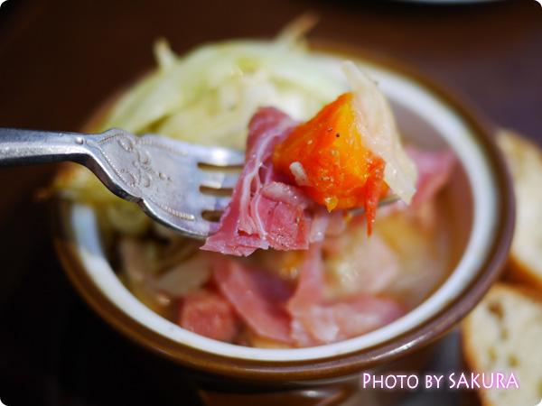 原宿カフェLa ChouChou(ラシュシュ) 今月のビストロ 鶏肉のガルビュール風 柔らかくて美味しい
