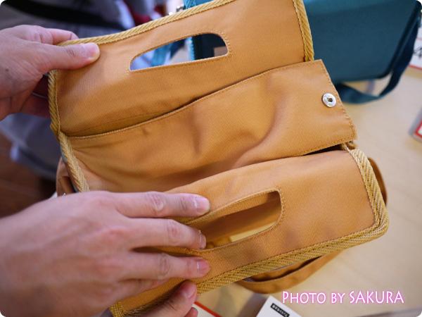 FELISSIMO フェリシモのカメラバッグには内カバーがついている