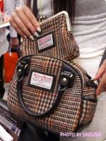 斜め掛けも出来る2WAY『ハリスツイード』のミニボストンバッグが可愛い