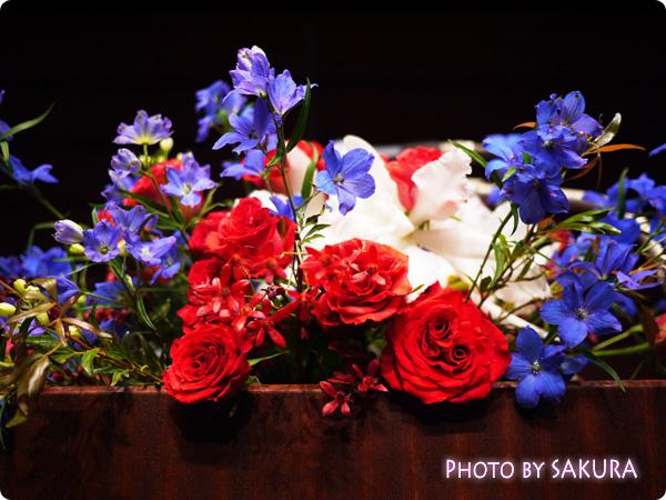 李家幽竹2015年開運風水セミナー ステージのマイク下のお花