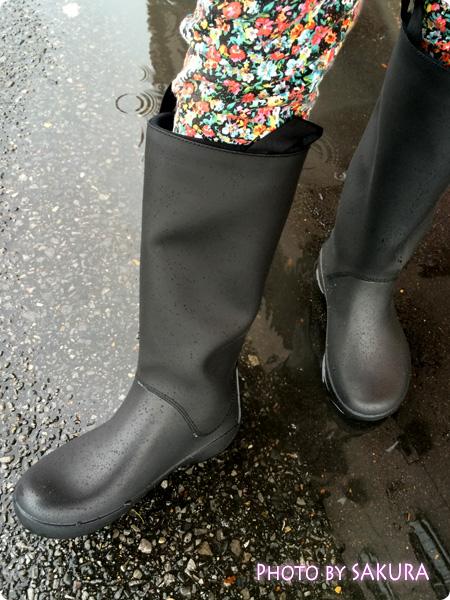 クロックスのレインブーツ「rain floe boot w レインフロー ブーツ ウィメンズ」雨の日に履いてみた