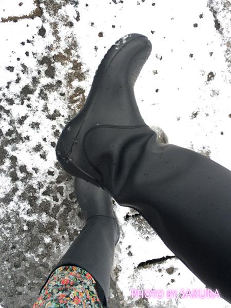 クロックスのレインブーツ「rain floe boot w レインフロー ブーツ ウィメンズ」ゴムで滑りにくい、クロスライトだから軽い