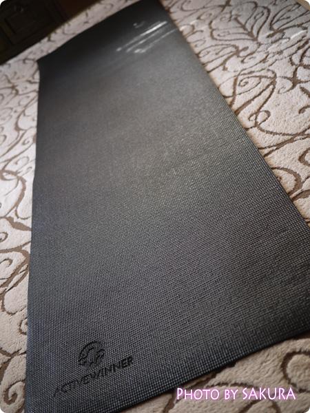 ヨガマット (ストラップ付) 6mm ブラック 長さは183cm