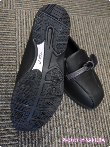 アシックス ライフウォーカー304 ブラック 靴底はゴム底でノンマーキング