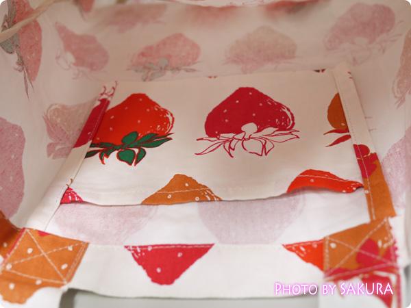 トートバッグブーケ「ベリーベリー」 内側ポケットに折り畳んでトートバッグが収納可能