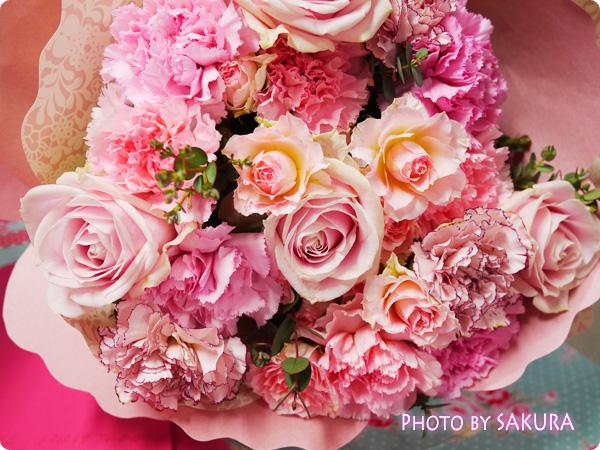 日比谷花壇 カーネーションの形の花束「ペタロ・カーネーション ペーシェ」