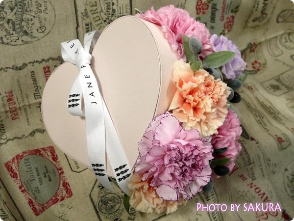 【日比谷花壇・母の日】JANE PACKER アレンジメント「スウィートスマイル・マカロン」  ハート型ボックス