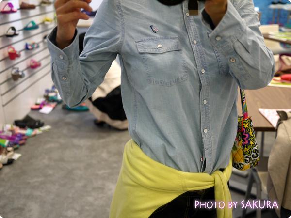 ランズエンドのデニムシャツ「レディス・美型シルエット・シャンブレー・シャツ/ライトインディゴ/長袖」 着画
