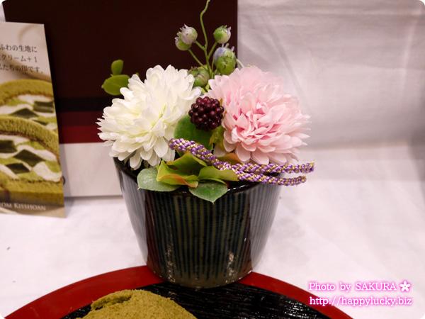 【父の日】アートフラワーセット「京都吉祥庵 茶の雫ロールケーキ&とろけるきな粉の生チョコ」 フラワーアレンジアップ イイハナドットコム