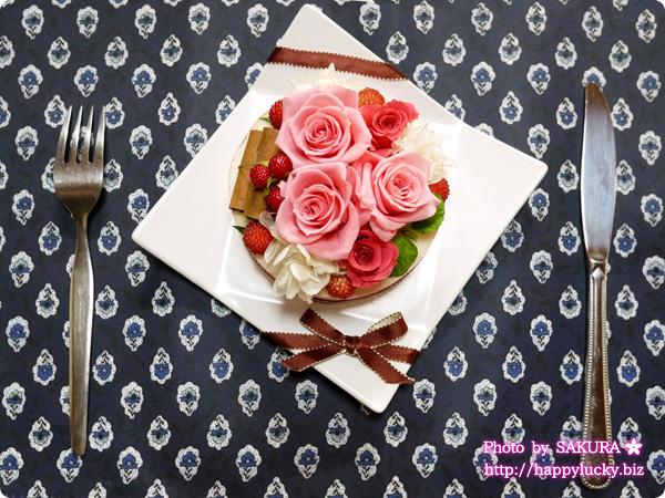 日比谷花壇 プリザーブド&アーティフィシャルアレンジメント「フラワーケーキフランボワーズ」 ケーキのようなプリザープドフラワー