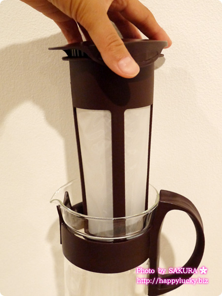 MoMAストア 2015-2016秋冬新作展示会 HARIO COLD BREWER 冷たい水と挽いたコーヒー粉を入れて使用