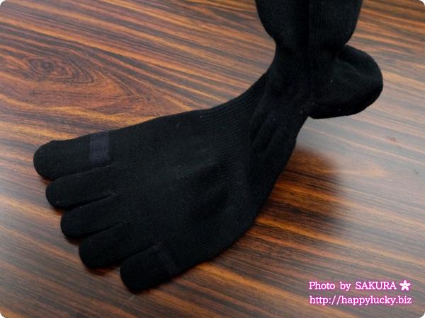 ファイテン 5本指靴下 羽生結弦選手のシルエット刺繍入りデザイン 5本指部分アップ