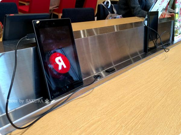 楽天カフェは電子書籍端末Koboがおいてあって電源もあるよ