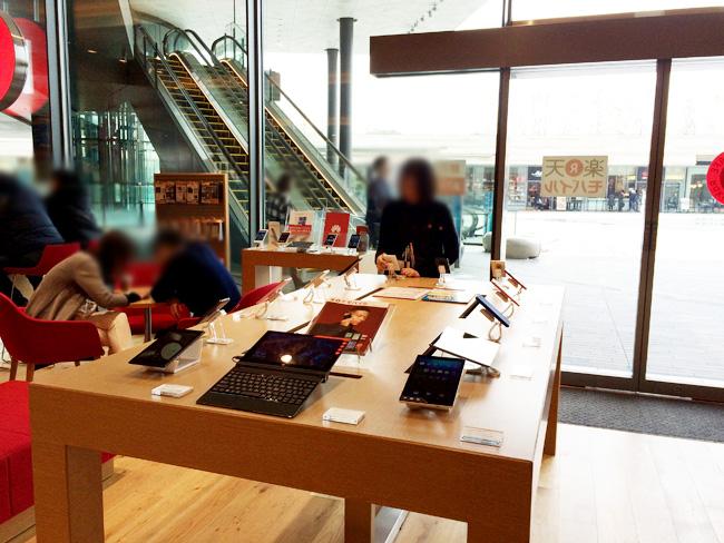 楽天カフェ@二子玉川店には楽天モバイル実機も触れる