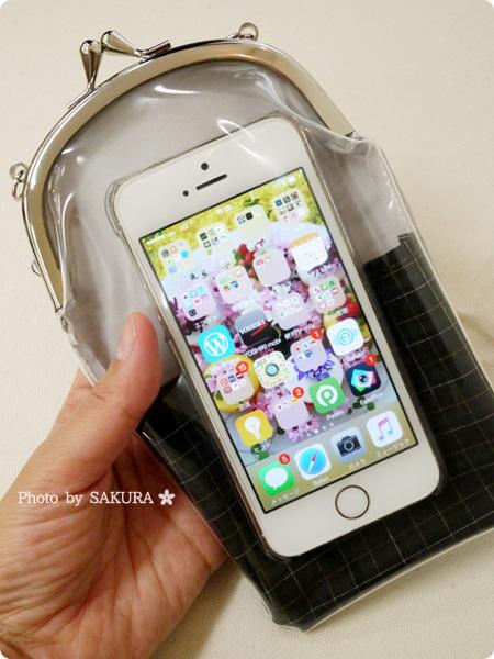 FELISSIMO フェリシモ 操作も移動もスーイスイ 斜めがけスマートフォンケースの会 iPhone5sを入れてみたサイズ感