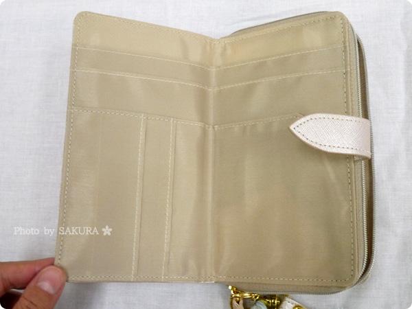 FELISSIMO(フェリシモ)「スマートフォンもお札もらくらく入る 手ぶら財布の会」 お札が入る折財布は振込用紙も入ります