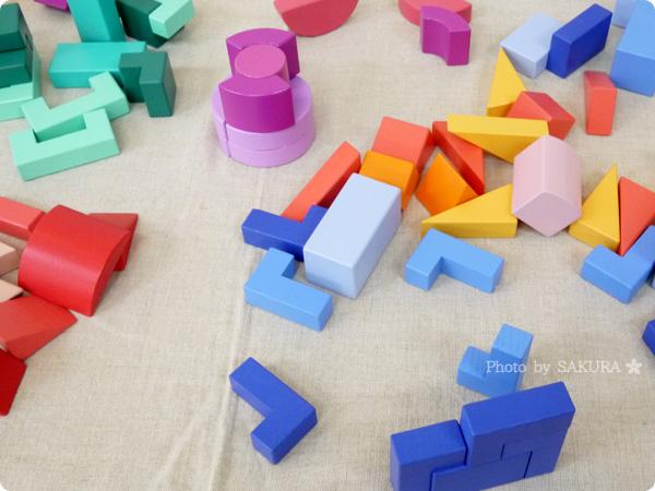 FELISSIMO フェリシモ「あたらしい「組む」つみき KUUM【クーム】(12回予約)」12回分集めると色とりどり