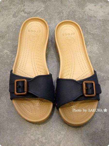 Crocs Sarah Sandal W クロックス サラ サンダル ウィメン  navy / gold 全体