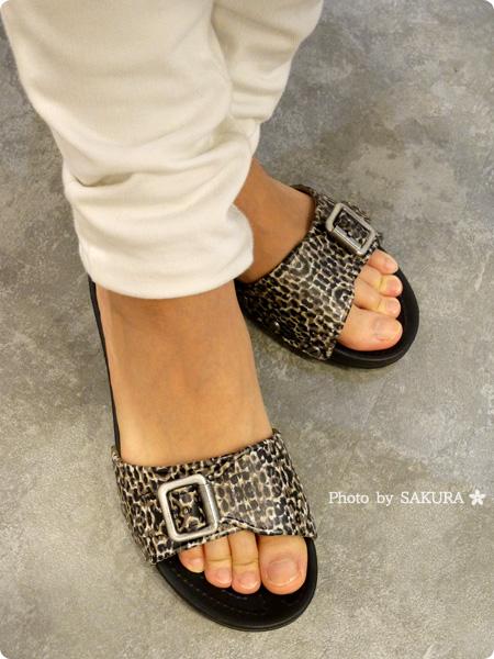 crocs sarah leopard sandal w クロックス サラ レオパード サンダル ウィメン 着画その2