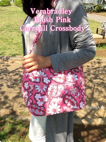 Vera bradley(ヴェラブラッドリー) Carryall Crossbody(キャリーオール・クロスボディ) Blush Pink(ブラッシュ・ピンク) 着画