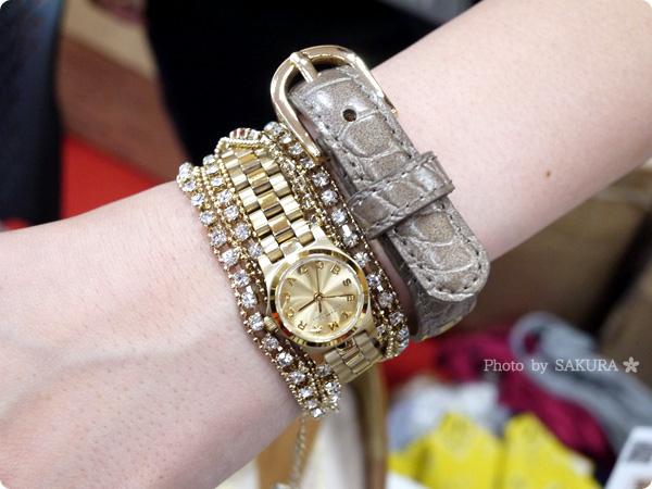 腕時計+革ベルトのクロコダイル型押しフェイクレザーブレスレット+カラフルラップブレスレットの重ね付け その2