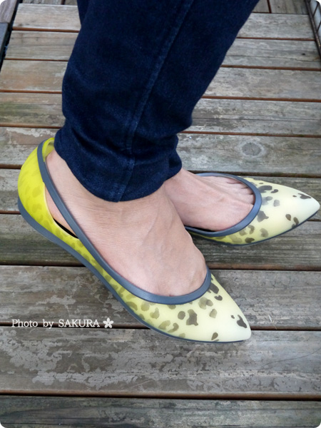 crocs rio leopard fade flat w(クロックス リオ レオパード フェイド フラット ウィメン) 着画その2