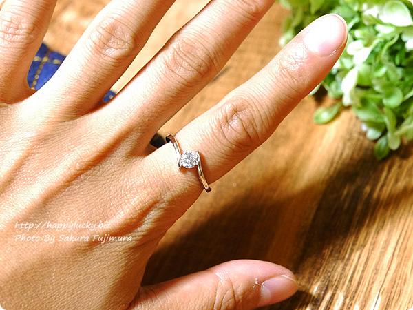 楽天市場JewelryCastle ネックレス・指輪 流線型が美しい 0.3カラット スワロフスキージルコニアデザイナーズリング 着画その2