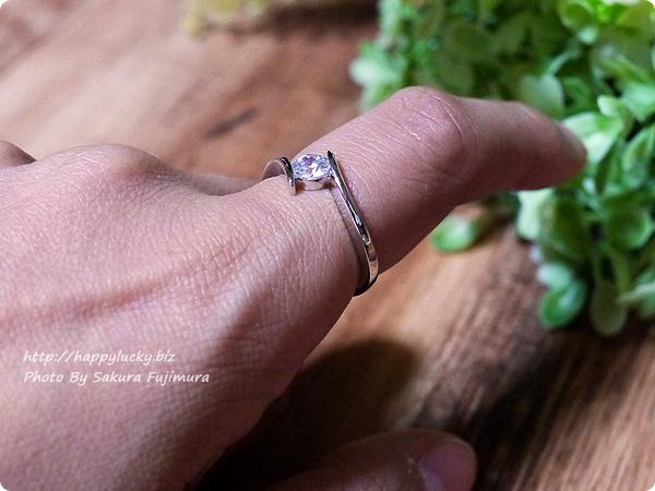 楽天市場JewelryCastle ネックレス・指輪 流線型が美しい 0.3カラット スワロフスキージルコニアデザイナーズリング 着画その3