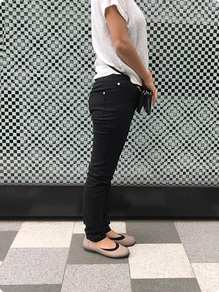 ベルーナ・RyuRyu「美ラインウエストゴムレギンス風パンツ」 ブラック 着画 その2