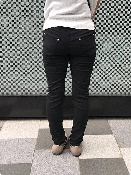 ベルーナ・RyuRyu「美ラインウエストゴムレギンス風パンツ」 ブラック 着画 その3