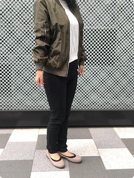 ベルーナ・RyuRyu「美ラインウエストゴムレギンス風パンツ」 ブラック 着画 その4