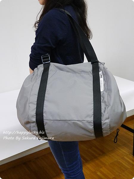 フェリシモ レジかご用バッグがスマートに変身! 大量買いもらくらく ビッグなリュックの会 肩掛けにした着画