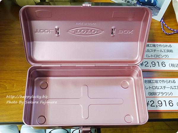 フェリシモ「老舗工場で作られる 上品スチール工具箱〈レトロピンク〉」 中身その1