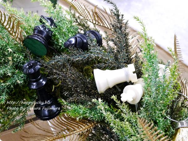 ジェーンパッカー×日比谷花壇コラボ クリスマス2016 JANE PACKER アーティフィシャルリース「キングオブゲーム」 白と黒のチェスがゴージャス