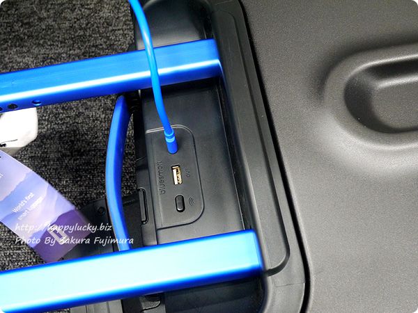 MoMAストア Bluesmart(ブルースマート)スーツケース スーツケースの充電ができるポート付き[ロフトネットストア・秘密の屋根裏限定]