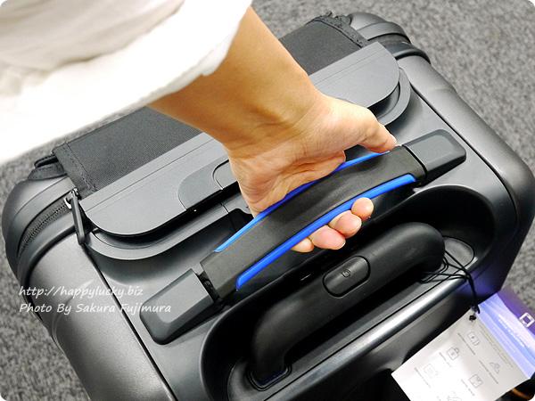 MoMAストア Bluesmart(ブルースマート)スーツケース ハンドルでスーツケースの重量がわかる[ロフトネットストア・秘密の屋根裏限定]