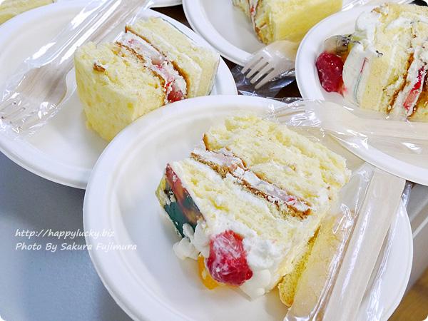 誕生日や記念日にお取り寄せのピクトケーキ(写真ケーキ) 切り分けたところ ふわふわスポンジがおいしい