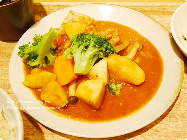 丸の内タニタ食堂 週替わりメニュー「チキンシチュー定食」 チキンと野菜のシチュー