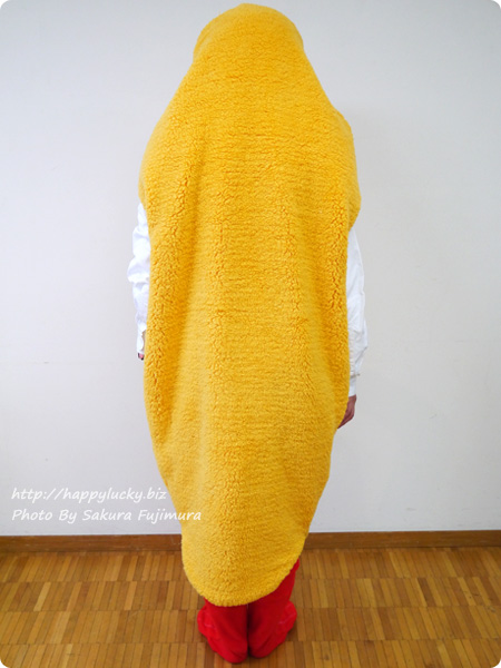 FELISSIMO(フェリシモ)で見せていただいた「YOU+MORE!着るエビフライ寝袋」着画その6
