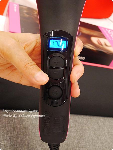 ショップジャパン ヘアアイロン+ブラシの2in1「シンプリーストレート」スイッチオンで90秒で140℃まで温度があがる
