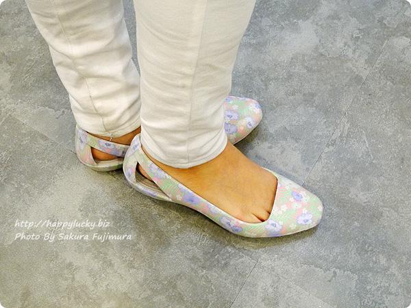 クロックス(crocs)Women's Crocs Sienna Graphic Flat( クロックス シエンナ グラフィック フラット ウィメン)着画その3