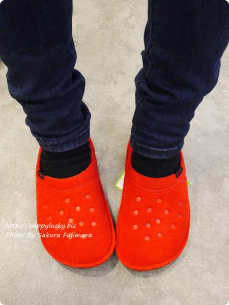 crocs(クロックス)Classic Slipper(クラシック スリッパ) レッド 着画