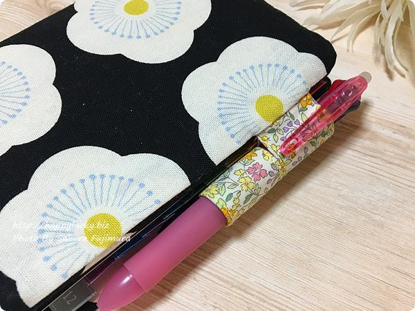 手作り「ほぼ日手帳オリジナル」手帳カバー Umekko(ウメッコ)柄 完成 フリクションの3色ペンが入る
