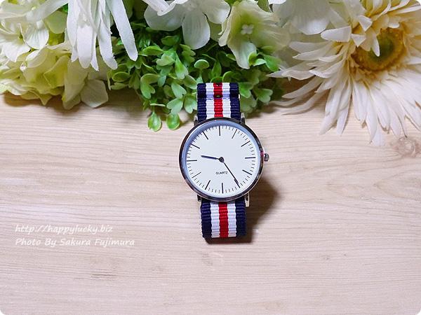 3COINS(スリーコインズ) 500円のストライプのバンドのプチプラ腕時計 全体その1