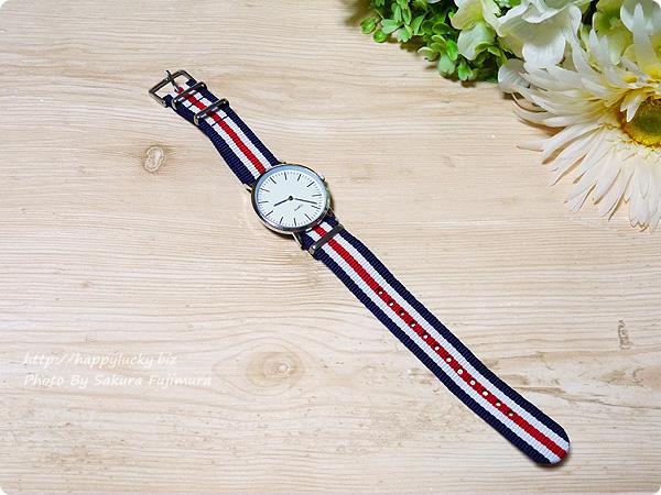 3COINS(スリーコインズ) 500円のストライプのバンドのプチプラ腕時計 全体その2