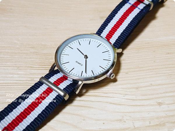 3COINS(スリーコインズ) 500円のストライプのバンドのプチプラ腕時計 文字版アップ