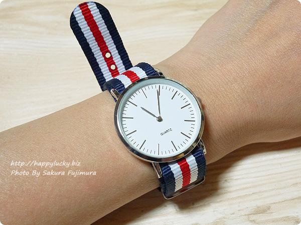 3COINS(スリーコインズ) 500円のストライプのバンドのプチプラ腕時計 着画